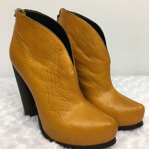Messeca New York Gold Leather Ankle Boots